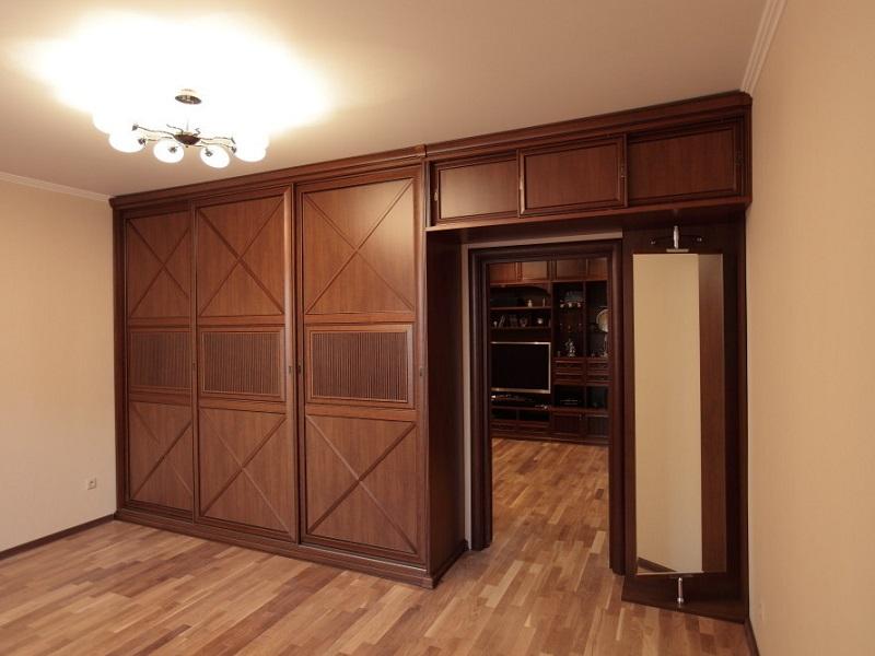 Шкаф вокруг двери алексис шкаф на заказ по индивидуальным ра.